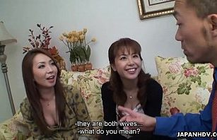 Slow lesbian pussy eating for the TV showのサムネイル画像